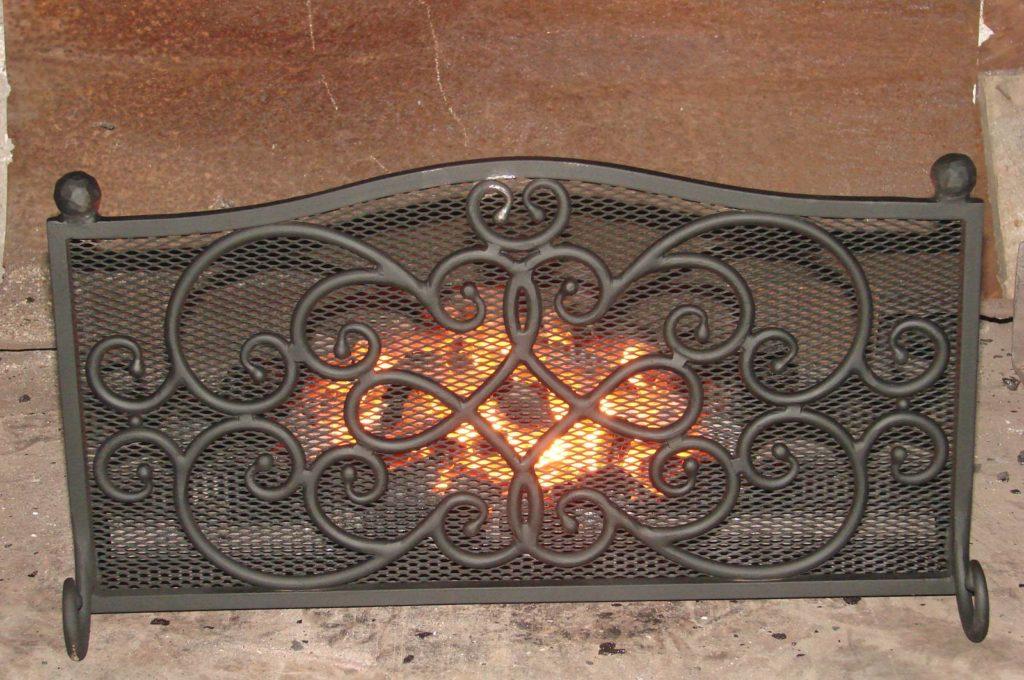 кованые решетки для камина